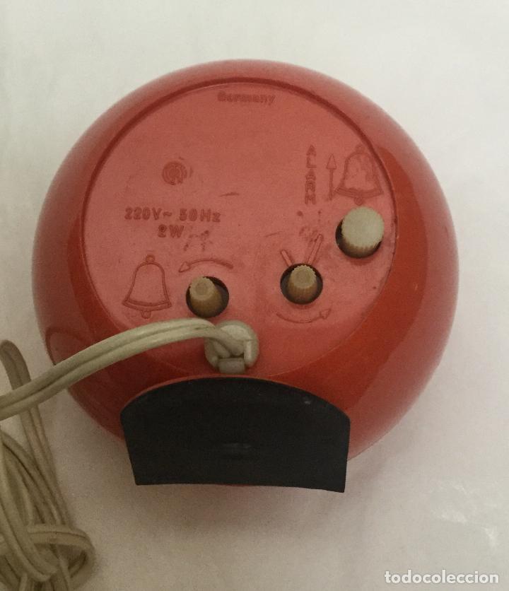 Despertadores antiguos: Reloj despertador bola EMES synchro 80 rojo alemania -vintage space age pop años 70 - FUNCIONA - Foto 2 - 166108934