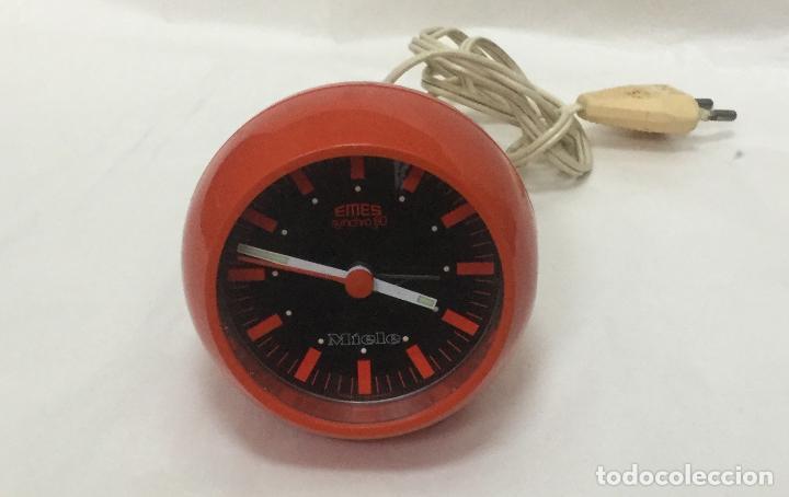 Despertadores antiguos: Reloj despertador bola EMES synchro 80 rojo alemania -vintage space age pop años 70 - FUNCIONA - Foto 3 - 166108934