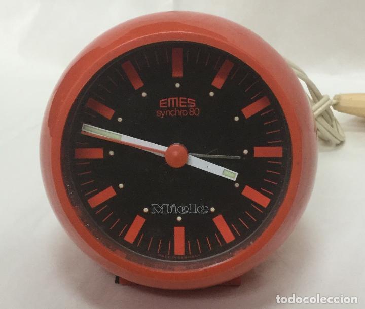 RELOJ DESPERTADOR BOLA EMES SYNCHRO 80 ROJO ALEMANIA -VINTAGE SPACE AGE POP AÑOS 70 - FUNCIONA (Relojes - Relojes Despertadores)