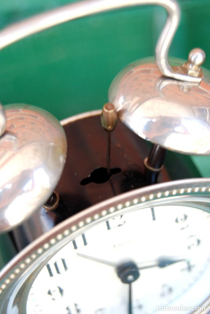 Despertadores antiguos: PRECIOSO RELOJ DESPERTADOR DE CUERDA. METAL PLATEADO. KAISER . ALEMANIA. CIRCA 1960 FUNCIONA - Foto 17 - 170539308