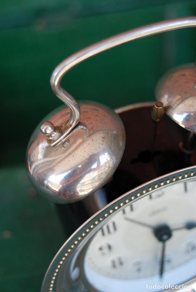 Despertadores antiguos: PRECIOSO RELOJ DESPERTADOR DE CUERDA. METAL PLATEADO. KAISER . ALEMANIA. CIRCA 1960 FUNCIONA - Foto 21 - 170539308