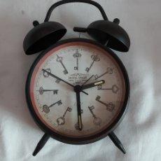 Despertadores antiguos: RELOJ CAMPANA METAL 17CM ALTURA 10 CM ESFERA. Lote 173676605