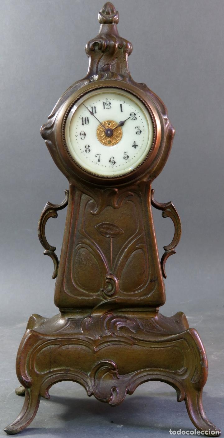 RELOJ DESPERTADOR ART NOUVEAU EN CALAMINA CON SUS LLAVES FUNCIONA HACIA 1910 (Relojes - Relojes Despertadores)