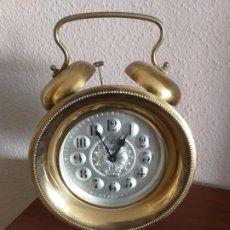 Despertadores antiguos: GIGANTE RELOJ DESPERTADOR MARCA ``UWESTRA´´ (NO FUNCIONA). Lote 175571964