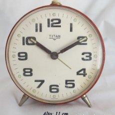 Despertadores antiguos: RELOJ DESPERTADOR VINTAGE TITAN FABRICACION ESPAÑOLA. Lote 175705199