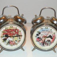 Despertadores antiguos: MICKEY MOUSE - 2 DESPERTADORES ACERO - SERIGRAFÍAS ORIGINALES - MICKEY Y MINNIE MOUSE. Lote 176661929