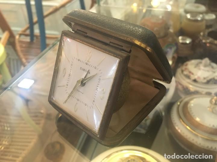 Despertadores antiguos: Reloj despertador de viaje EUROPA de doble tapa color negro y numeración dorada - Foto 2 - 102799890