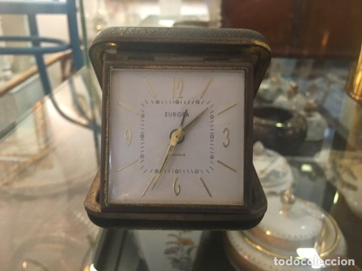 Despertadores antiguos: Reloj despertador de viaje EUROPA de doble tapa color negro y numeración dorada - Foto 4 - 102799890