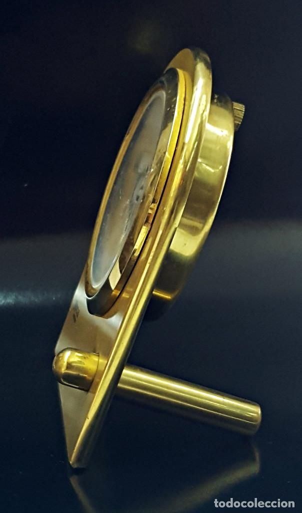 Despertadores antiguos: Antiguo Reloj despertador dorado y de metal. - Foto 2 - 179538415