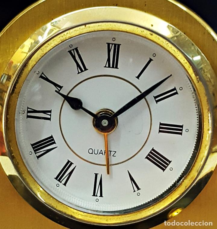 Despertadores antiguos: Antiguo Reloj despertador dorado y de metal. - Foto 5 - 179538415