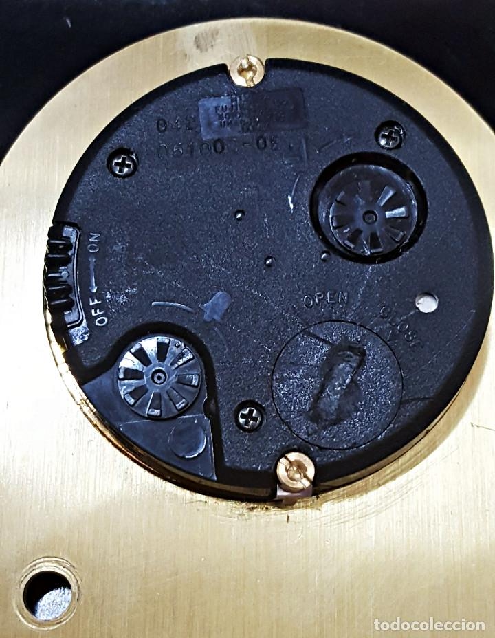 Despertadores antiguos: Antiguo Reloj despertador dorado y de metal. - Foto 10 - 179538415