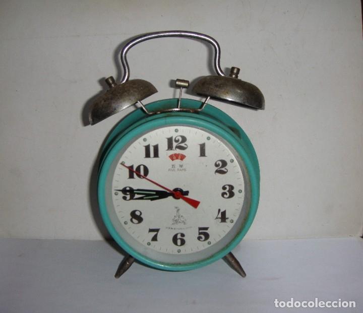 Despertadores antiguos: Reloj despertado con campana. Color turquesa. - Foto 2 - 180967797