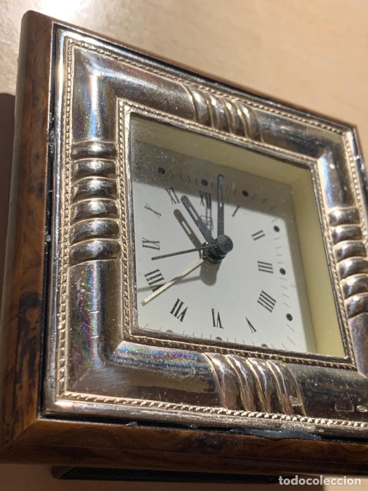 Despertadores antiguos: Bonito reloj despertador de Quarz en madera y chapa de plata - Foto 3 - 182804428