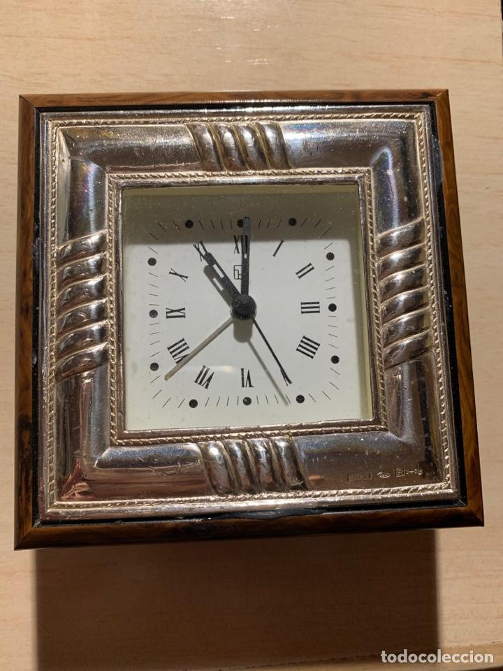 BONITO RELOJ DESPERTADOR DE QUARZ EN MADERA Y CHAPA DE PLATA (Relojes - Relojes Despertadores)