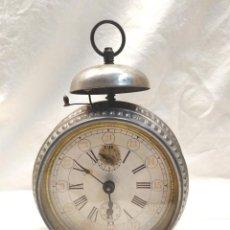 Despertadores antiguos: RELOJ JUNGHANS DESPERTADOR CAMPANA AÑOS 40, CARGA MANUAL, FUNCIONA. MED. 12,50 X 19 CM. Lote 184414431
