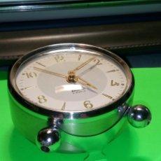 Despertadores antiguos: ANTIGUO MICRO DE LOS 60. FUNCIONANDO. IMPECABLE. TODO ACERO. DESCRIPCION Y FOTOS.. Lote 188716116