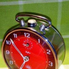 Despertadores antiguos: RELOJ DESPERTADOR. AÑOS 70. FUNCIONANDO TODO. ZAFIRO. EXCELENTE CROMADO. DESCRIPCION Y FOTOS.. Lote 191330483