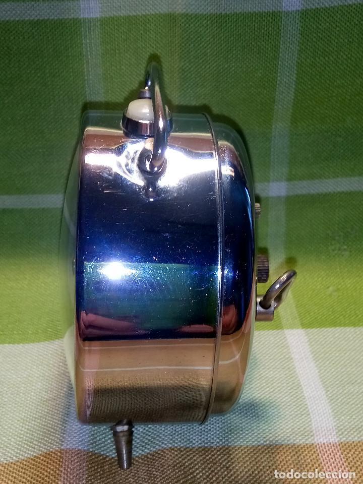 Despertadores antiguos: RELOJ DESPERTADOR. AÑOS 70. FUNCIONANDO TODO. ZAFIRO. EXCELENTE CROMADO. DESCRIPCION Y FOTOS. - Foto 3 - 191330483