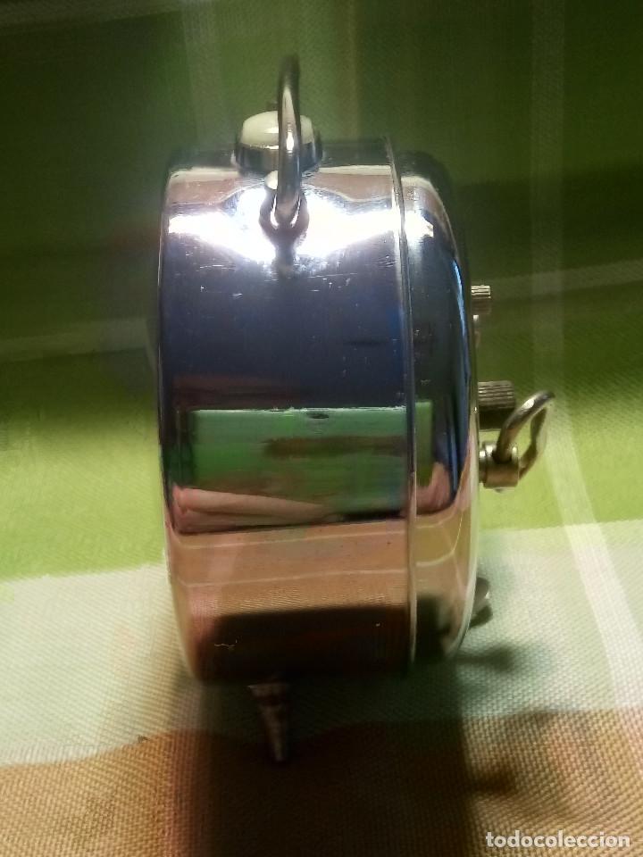 Despertadores antiguos: RELOJ DESPERTADOR. AÑOS 70. FUNCIONANDO TODO. ZAFIRO. EXCELENTE CROMADO. DESCRIPCION Y FOTOS. - Foto 4 - 191330483