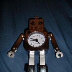 Despertadores antiguos: RELOJ ROBOT ARTICULADO CROMADO. Lote 192358281