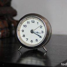Despertadores antiguos: PEQUEÑO RELOJ DESPERTADOR ANTIGUO. Lote 193232220