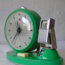 Despertadores antiguos: RELOJ DESPERTADOR CALENDARIO VINTAGE COLOR VERDE FUNCIONA PARA REVISAR. Lote 194111605