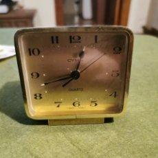 Despertadores antiguos: RELOJ DESPERTADOR CYMA DE COLOR DORADO. Lote 194525062
