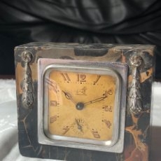 Despertadores antiguos: RELOJ DE DESPIERTADOR SOBREMESA BREVETE MARMOL 10X8X4CM DESPIECE O REPARAR. Lote 195176453