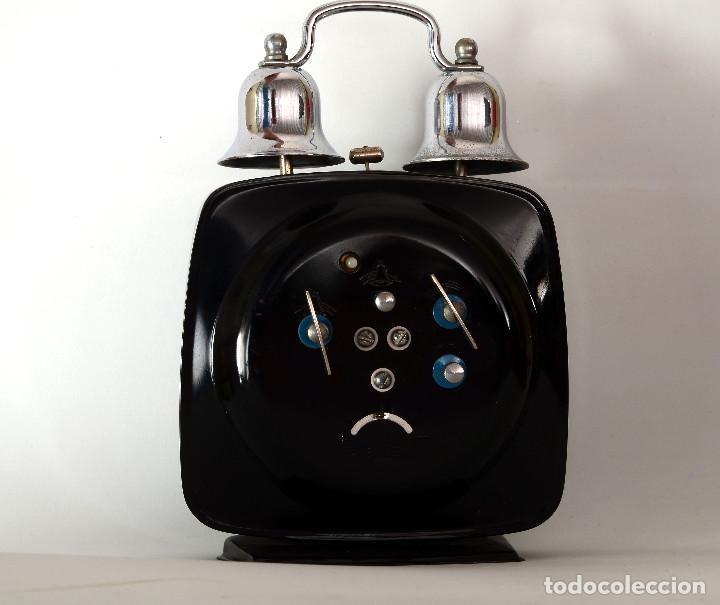 Despertadores antiguos: DESPERTADOR CHINO A CUERDA POLARIS, DOS CAMPANAS, AÑOS 70 - Foto 2 - 195268517