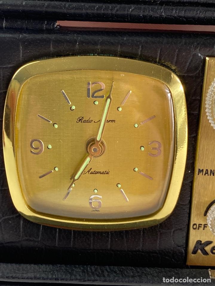Despertadores antiguos: RADIO RELOJ DESPERTADOR KENTON. AÑOS 60. - Foto 2 - 195375678