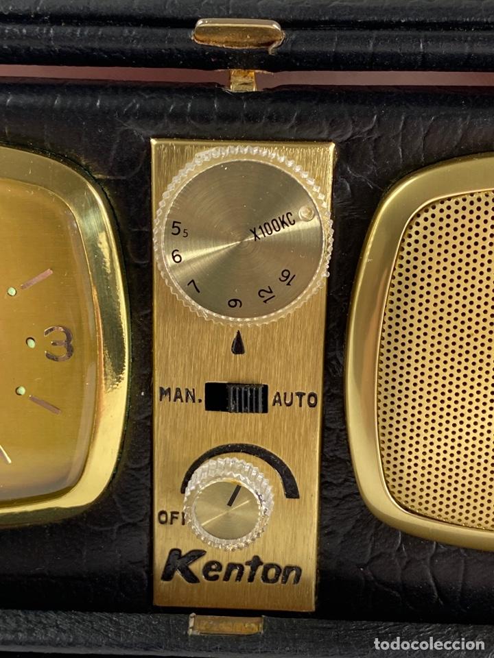 Despertadores antiguos: RADIO RELOJ DESPERTADOR KENTON. AÑOS 60. - Foto 3 - 195375678