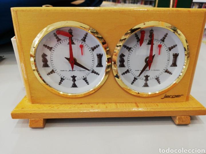 RELOJ DE AJEDREZ MODELO JERGER. FUNCIONANDO. MADE IN GERMANY. LOS NÚMEROS ESFERA SON PIEZAS. (Relojes - Relojes Despertadores)