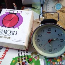 Despertadores antiguos: RELOJ DESPERTADOR VINTAGE DIAMOND DE CUERDA CARGA MANUAL AÑOS 60 EN SU CAJA . Lote 195584972