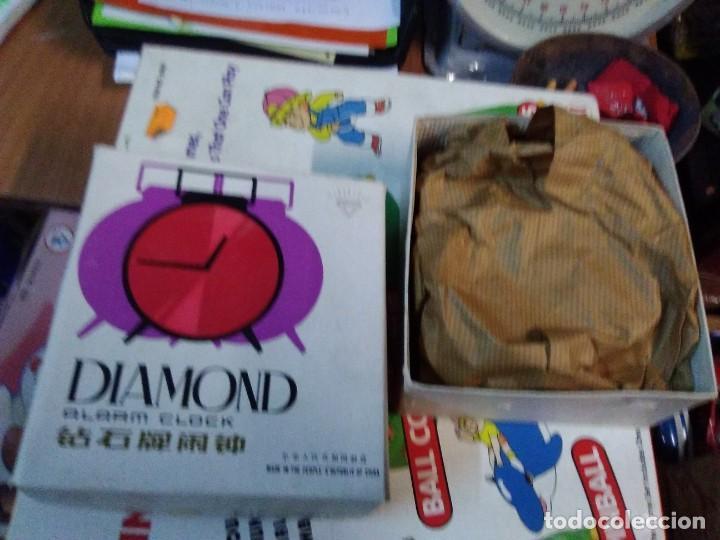 Despertadores antiguos: RELOJ DESPERTADOR VINTAGE DIAMOND DE CUERDA CARGA MANUAL AÑOS 60 en su caja - Foto 4 - 195584972