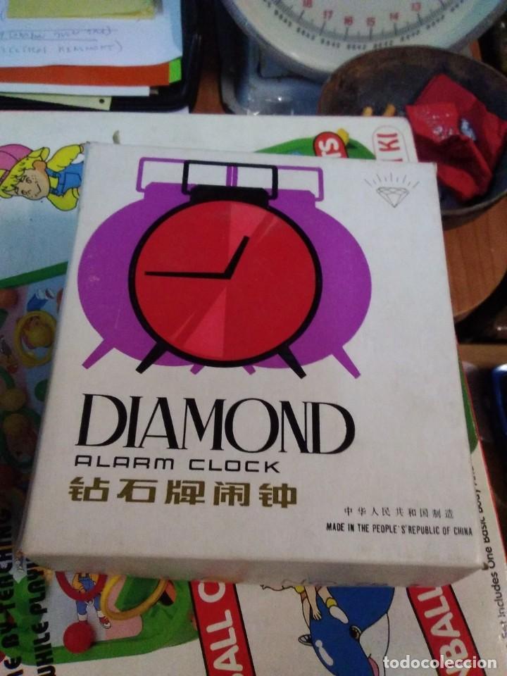 Despertadores antiguos: RELOJ DESPERTADOR VINTAGE DIAMOND DE CUERDA CARGA MANUAL AÑOS 60 en su caja - Foto 5 - 195584972