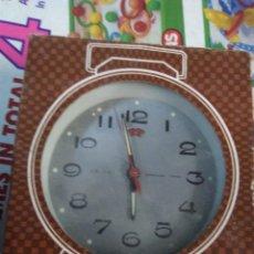 Despertadores antiguos: RELOJ DESPERTADOR VINTAGE DIAMOND DE CUERDA CARGA MANUAL AÑOS 60 EN SU CAJA . Lote 195585485