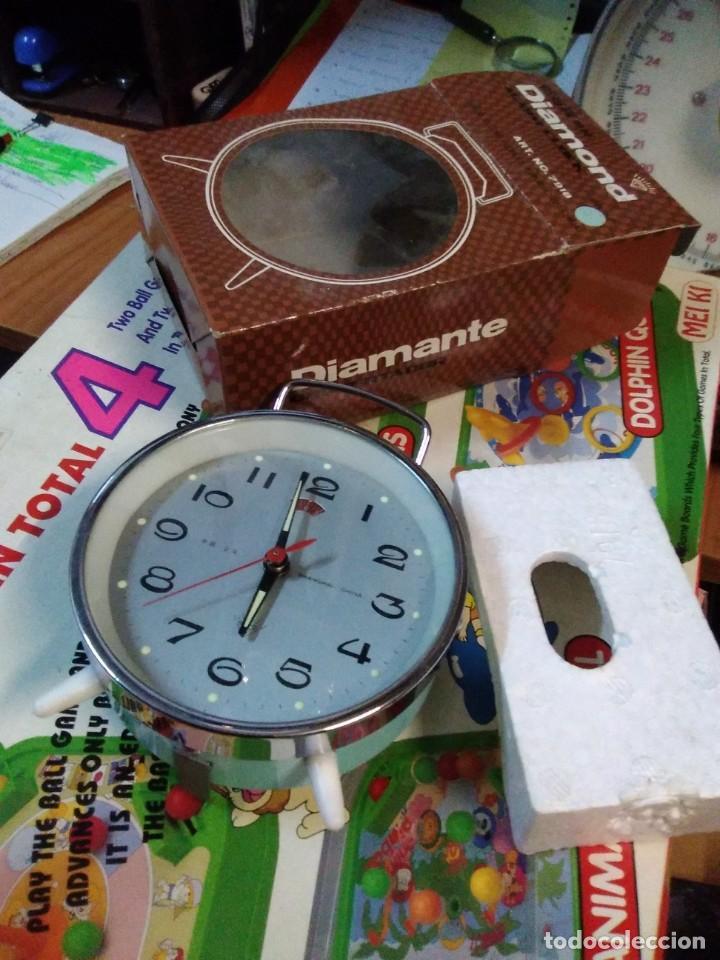 Despertadores antiguos: RELOJ DESPERTADOR VINTAGE DIAMOND DE CUERDA CARGA MANUAL AÑOS 60 en su caja - Foto 3 - 195585485