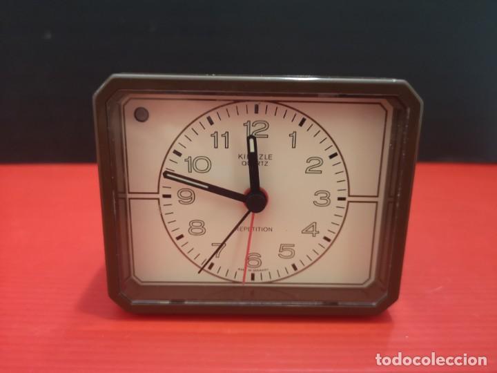 RELOJ DESPERTADOR KIENZLE CON LUZ LINTERNA. AÑOS 80. FUNCIONANDO. VINTAGE (Relojes - Relojes Despertadores)