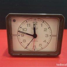 Despertadores antiguos: RELOJ DESPERTADOR KIENZLE CON LUZ LINTERNA. AÑOS 80. FUNCIONANDO. VINTAGE. Lote 198474412