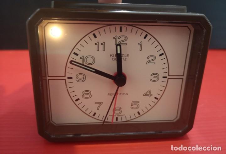 Despertadores antiguos: Reloj despertador kienzle con luz linterna. Años 80. Funcionando. Vintage - Foto 2 - 198474412