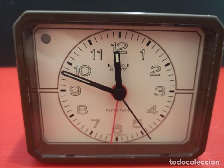 Despertadores antiguos: Reloj despertador kienzle con luz linterna. Años 80. Funcionando. Vintage - Foto 3 - 198474412