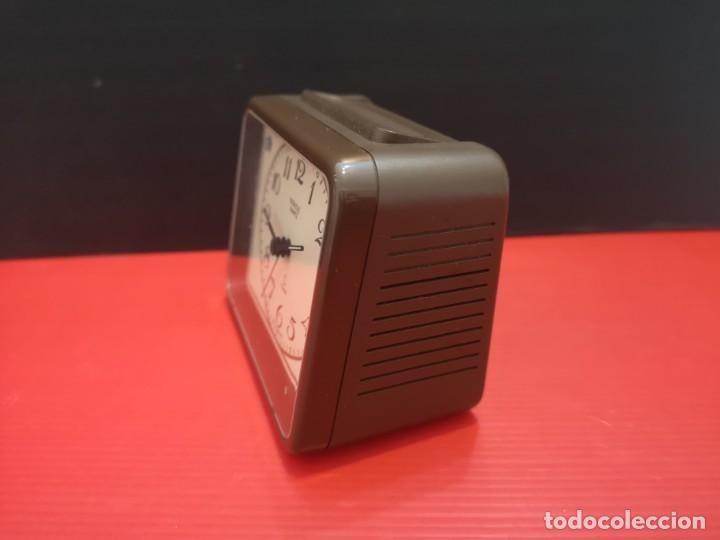 Despertadores antiguos: Reloj despertador kienzle con luz linterna. Años 80. Funcionando. Vintage - Foto 3 - 198474561