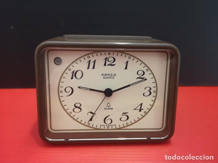 Despertadores antiguos: Reloj despertador kienzle con luz linterna. Años 80. Funcionando. Vintage - Foto 4 - 198474561