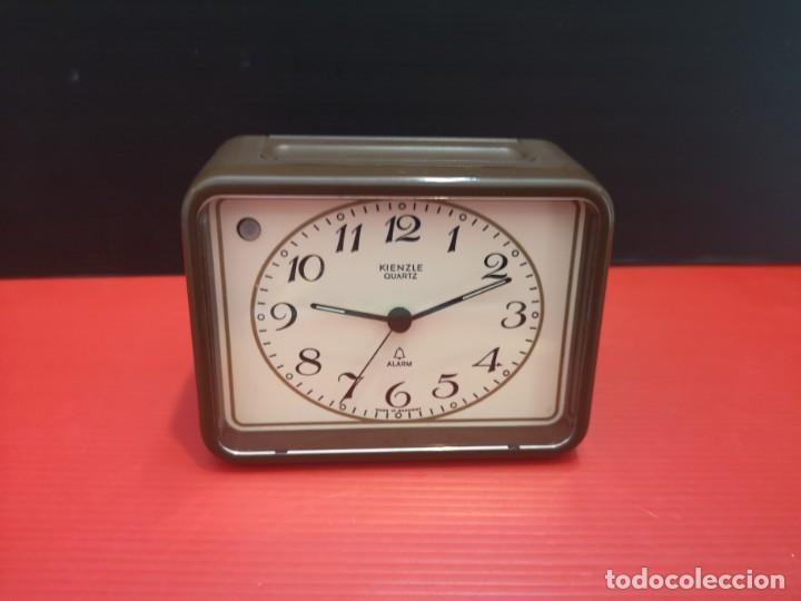 Despertadores antiguos: Reloj despertador kienzle con luz linterna. Años 80. Funcionando. Vintage - Foto 7 - 198474561
