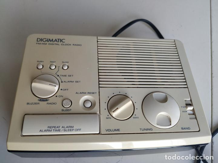 Despertadores antiguos: Radio reloj despertador. Digimatic FM/AM digital clock. Sony ICF-C3W. Funciona - Foto 4 - 199704176