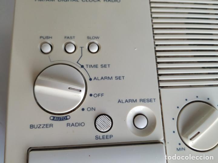 Despertadores antiguos: Radio reloj despertador. Digimatic FM/AM digital clock. Sony ICF-C3W. Funciona - Foto 8 - 199704176