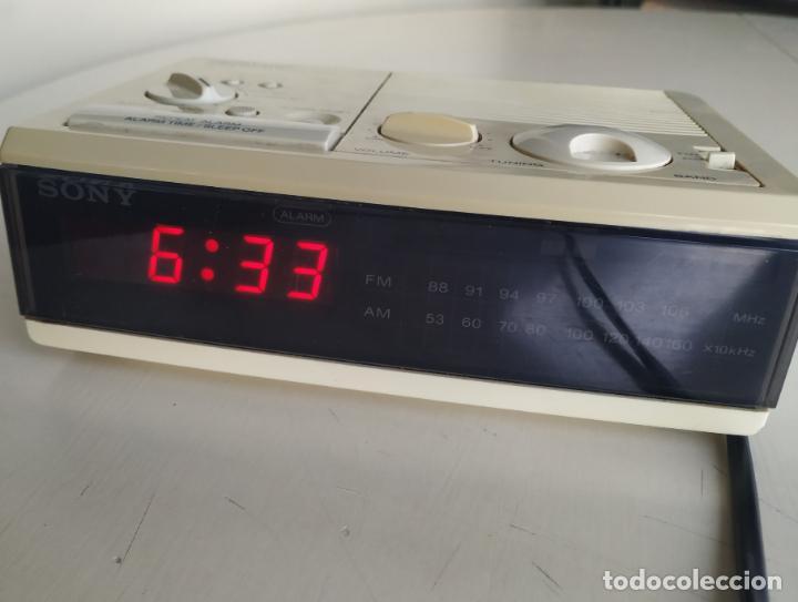 RADIO RELOJ DESPERTADOR. DIGIMATIC FM/AM DIGITAL CLOCK. SONY ICF-C3W. FUNCIONA (Relojes - Relojes Despertadores)