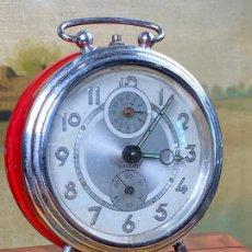 Despertadores antiguos: BONITO RELOJ DESPERTADOR ROJO BAYARD. Lote 199927276