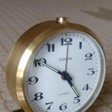 Despertadores antiguos: RELOJ DESPERTADOR EUROPA. AÑOS 60. ESTADO PERFECTO. FUNCIONANDO. DESCRIPCION Y FOTOS.. Lote 202528850