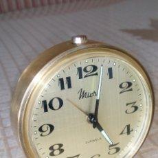 Despertadores antiguos: RELOJ DESPERTADOR MICRO. AÑOS 60. TODO EN METAL COBRE. FUNCIONANDO. DESCRIP. Y FOTOS.. Lote 202533433